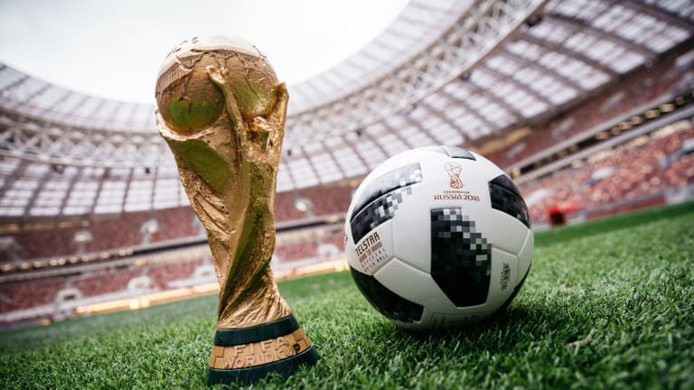 Coupe du Monde de la FIFA : Une bataille acharnée sur et hors du terrain de football