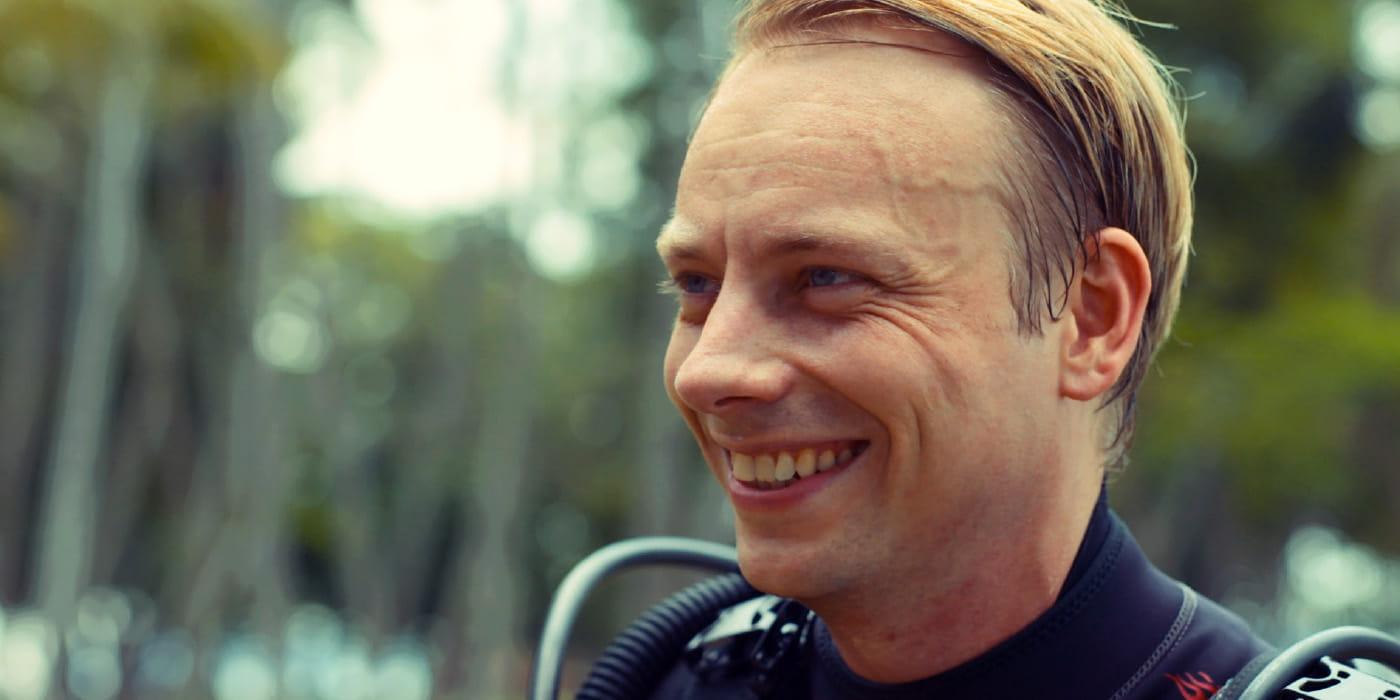 Voyager a toujours été la passion de Jonas Summer. iProspect lui a permis de réaliser son rêve. – Jonas Sommer, Plongeur, Singapour
