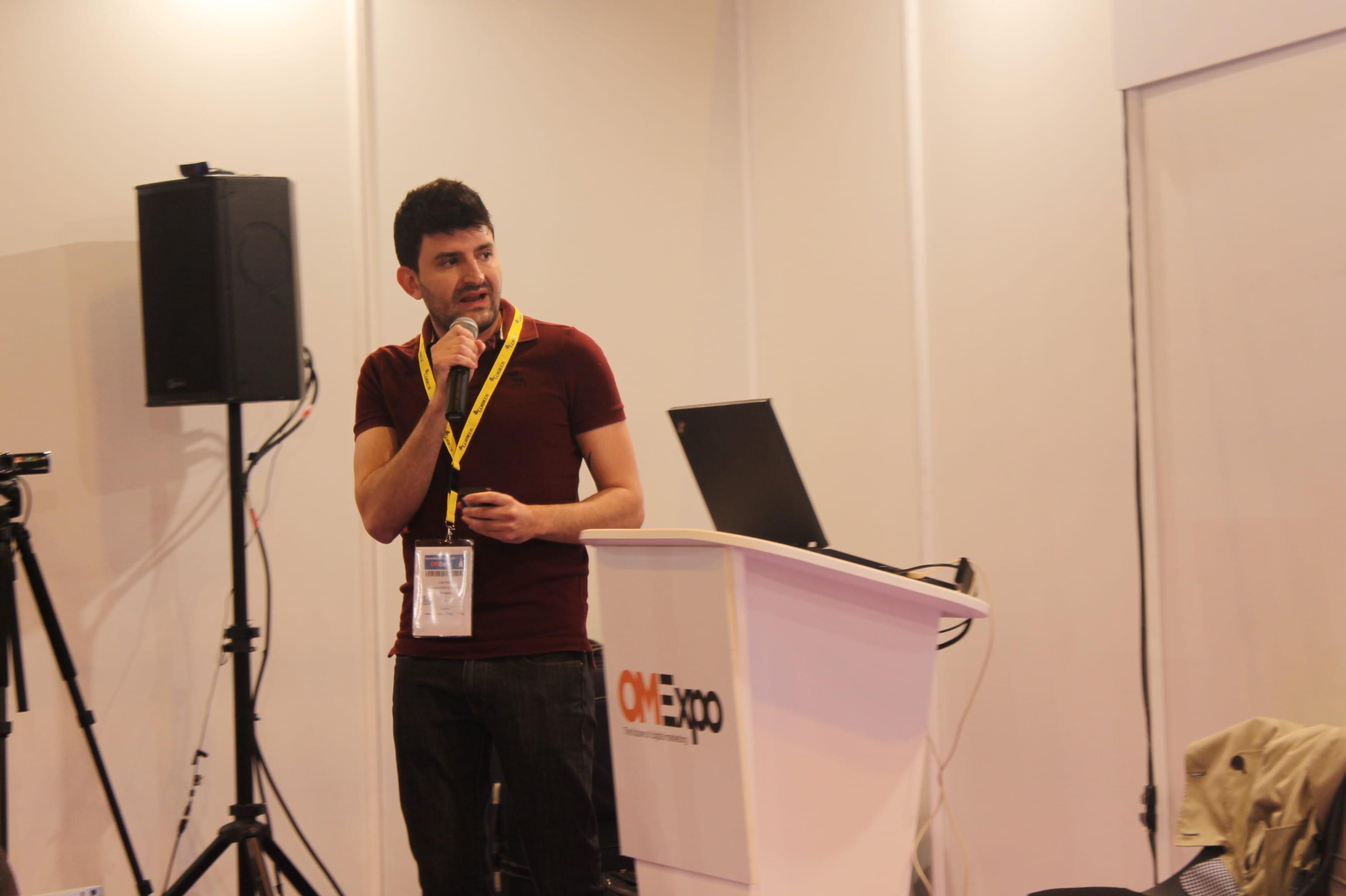 Luis Enrique Poján presenta